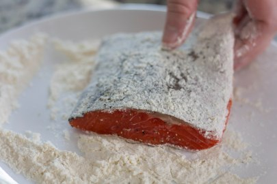 dreding salmon in flour