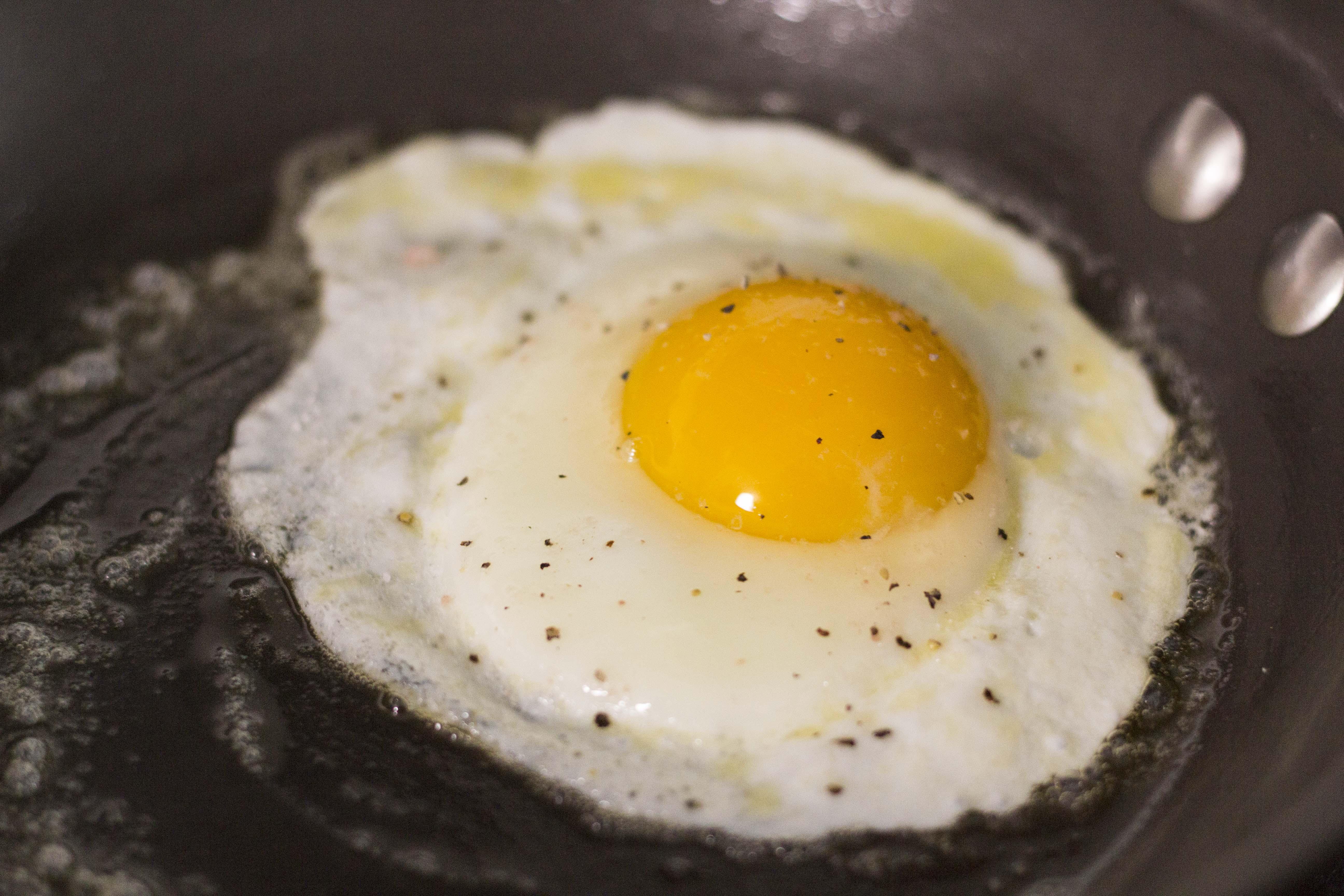 bubbling egg edges